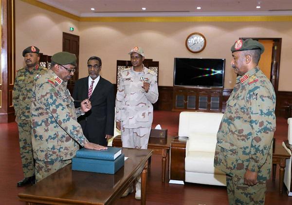 الخرطوم :المجلس العسكري يعيّن رئيسا للجنة الأمن والدفاع