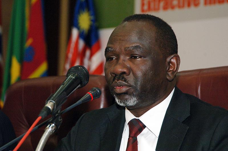 Sudan oil minister heads to Juba for talks over oil transit fees