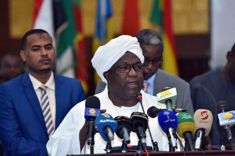 حسبو يطلع علي مجمل الأوضاع بولاية جنوب دارفور