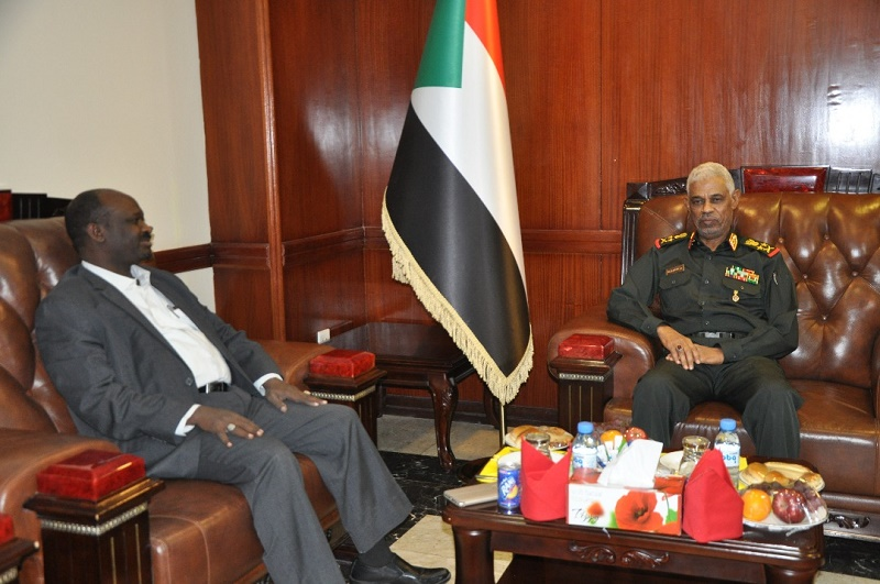 Defense Minister receives Blue Nile governor